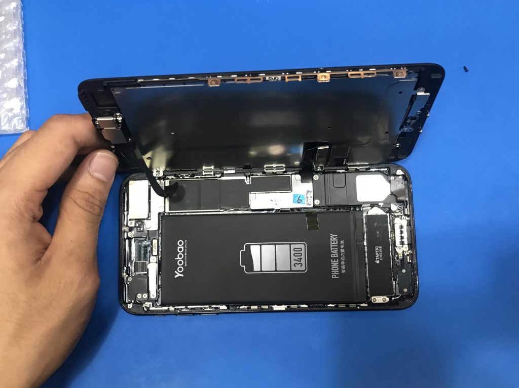 Repair LCD Retak iPhone 7 Plus di Ampang 1