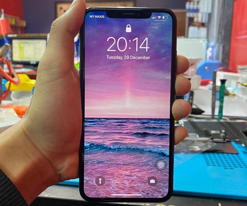 iPhone Xs Max OLED Screen Repair At iPro Ampang